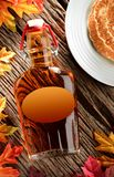 Sirap med pannkakor fotografering för bildbyråer