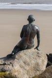 Sirena di Folkestone che guarda fuori al mare Fotografie Stock Libere da Diritti