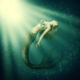 Sirena hermosa de la mujer de la fantasía con la cola Foto de archivo