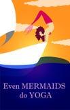 Sirena que hace yoga en el barco ilustración del vector