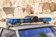 Sirenas y luces de un coche policía viejo Imagen de archivo libre de regalías