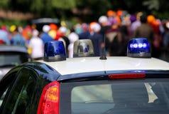 sirene delle pattuglie della polizia durante la dimostrazione con lo stree Immagine Stock