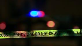 Sirene do carro de polícia com a fita do limite, Defocused Imagens de Stock