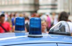 Sirene grande das luzes de um carro de polícia na cidade grande Imagens de Stock Royalty Free