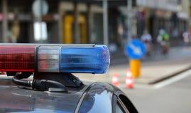 Sirenen des Polizeiwagens während der Straßensperre in der Stadt Stockbilder