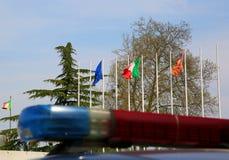 Sirenes do carro de polícia com efeito obscuro e fl europeu e italiano Imagem de Stock Royalty Free
