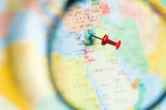 Siria en el mapa del mundo con una lupa Fotografía de archivo