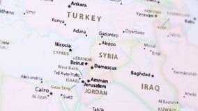 Siria en un mapa con Defocus almacen de video