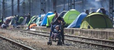 Sirian flyktingar som blockeras i Idomeni Arkivfoton