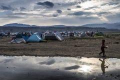 Sirian flyktingar som blockeras i Idomeni Arkivbilder