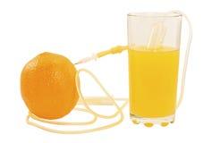 Siringa che succhia la spremuta dall'arancio Immagini Stock