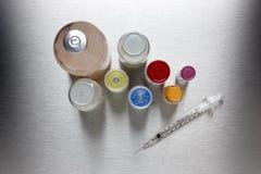 Siringa con le bottiglie della droga Immagine Stock Libera da Diritti
