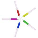 Siringa con medicina multicolore Immagine Stock