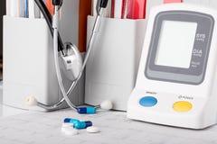 Siringhe e stetoscopio medici Fotografia Stock Libera da Diritti