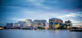 Siriraj szpital z zmierzchu światłem w Bangkok Tajlandia obrazy stock