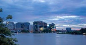 Siriraj szpital z zmierzchu światłem w Bangkok Tajlandia zdjęcie royalty free