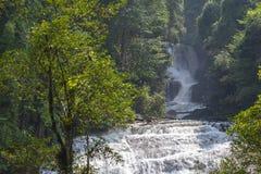 Sirithan Wasserfall Lizenzfreies Stockfoto