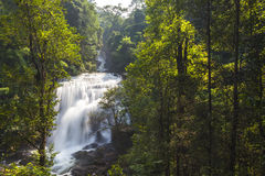 Sirithan Wasserfall Lizenzfreies Stockbild
