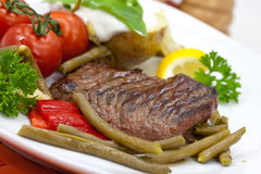 Free Sirloin Strip Steak With Green Beans,tomato,pepper Royalty Free Stock Images - 10506009