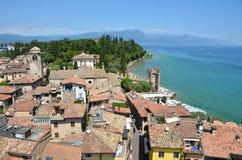 Sirmione ένα παραμύθι μεσαιωνικό κάτω στο νότο της λίμνης Garda στην Ιταλία στοκ φωτογραφίες με δικαίωμα ελεύθερης χρήσης