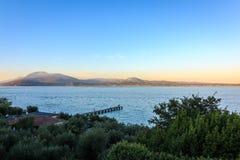 Sirmione-Ansicht von See Garda lizenzfreie stockfotografie