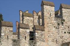 Sirmione (Italia) - merli del castello Fotografia Stock Libera da Diritti