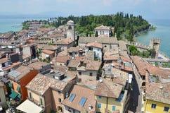 Sirmione - una bella città alla polizia del lago, Italia Immagini Stock Libere da Diritti