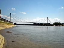 Sirmium斯雷姆斯卡米特罗维察,步行桥 免版税库存照片