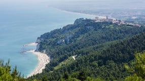 Sirolo met Adriatische overzees Stock Foto