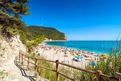 Sirolo strand i den Conero nationalparken, Italien Royaltyfri Bild