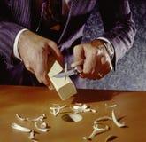 Sirva afeitar la clavija cuadrada para ajustar alrededor del agujero Imágenes de archivo libres de regalías