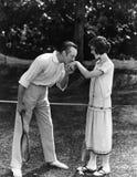 Sirva besar la mano de una mujer (todas las personas representadas no son vivas más largo y ningún estado existe Garantías del pr Fotografía de archivo