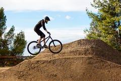 Sirva biking de la montaña imágenes de archivo libres de regalías