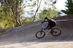 Sirva biking de la montaña fotos de archivo libres de regalías