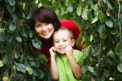 Sirva de madre al retrato del hijo Foto de archivo libre de regalías