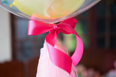 Sirva detener los globos, cierre rosado de la cinta Foto de archivo