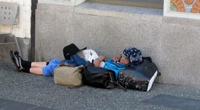 Sirva dormir en la calle en Vancouver, Canadá Imagenes de archivo
