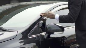 Sirva el barrido del polvo de su coche de lujo que es, descontentado con servicio del carwash metrajes
