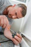 Sirva el cable de cableado en el enchufe foto de archivo libre de regalías
