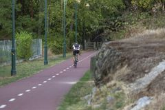 Sirva el ciclo en la trayectoria peatonal del ciclo, en Viseu, Portugal imagen de archivo