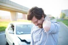 Sirva el dolor de la sensación al cuello después de choque de coche Fotos de archivo libres de regalías