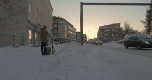 Sirva el hogar mecánico que tira el vídeo 360 del invierno Rovaniemi, Finlandia almacen de metraje de vídeo