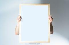 Sirva el marco de madera del control, mofa para arriba, en el fondo blanco Foto de archivo