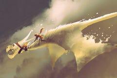 Sirva el montar a caballo en el dragón de vuelo blanco contra un cielo nublado ilustración del vector