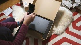 Sirva el nuevo ordenador portátil unboxing de la cautela de la cuchilla de Razer del videojugador enviado por la prima del Amazon almacen de video