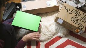 Sirva el nuevo ordenador portátil unboxing de la cautela de la cuchilla de Razer del videojugador enviado por la prima del Amazon metrajes