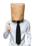 sirva el recubrimiento de su cabeza usando una bolsa de papel Imagen de archivo libre de regalías