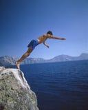 Sirva el salto en el lago crater Imagen de archivo