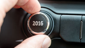 Sirva el torneado de un dial o de un botón de control electrónico con la fecha 2016 Imagen de archivo libre de regalías