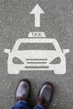 Sirva el traff del camino de la calle del vehículo del coche del logotipo de la muestra del icono del taxi de la gente Fotos de archivo libres de regalías